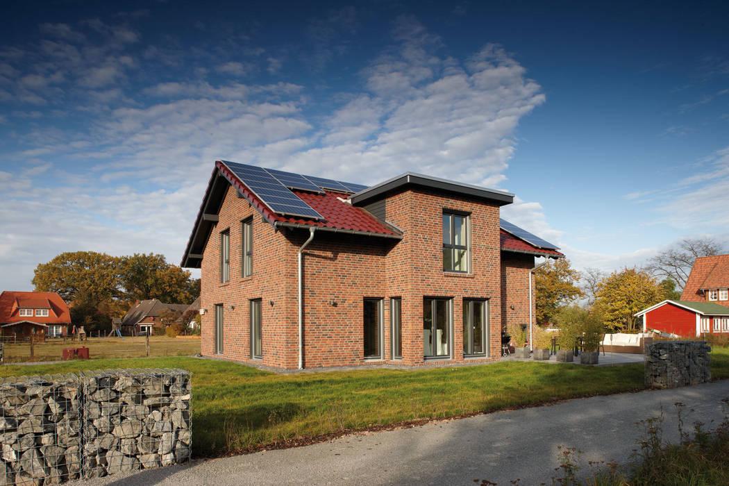 AVEO - Das Einfamilienhaus mit 1,60 Meter Kniestock von homify Modern