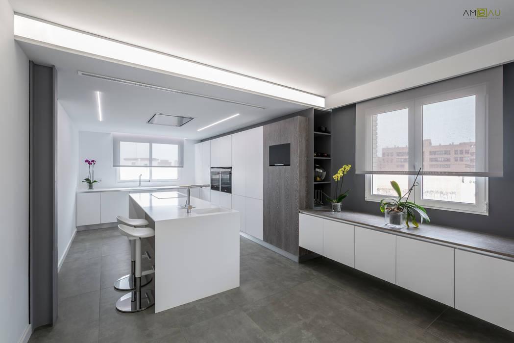 amBau Gestion y Proyectos Minimalist kitchen