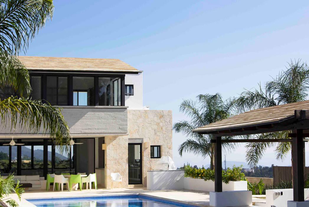 Modern houses by Boué Arquitectos Modern