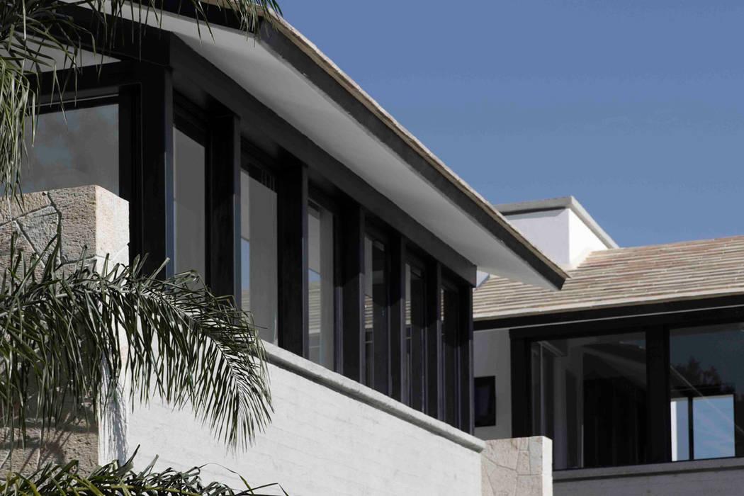 Casas modernas por Boué Arquitectos Moderno