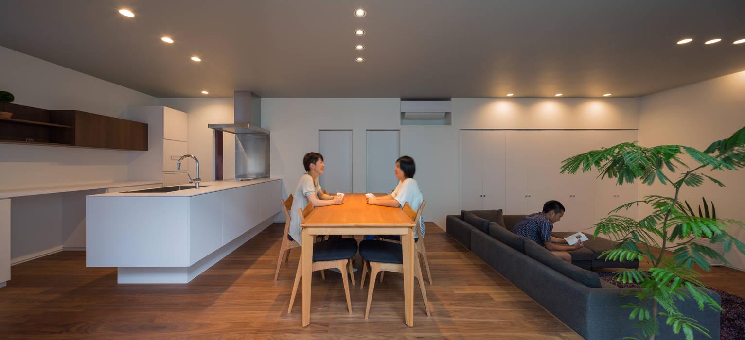 御領の家: 末永幸太建築設計 KOTA SUENAGA ARCHITECTS が手掛けたダイニングです。,モダン