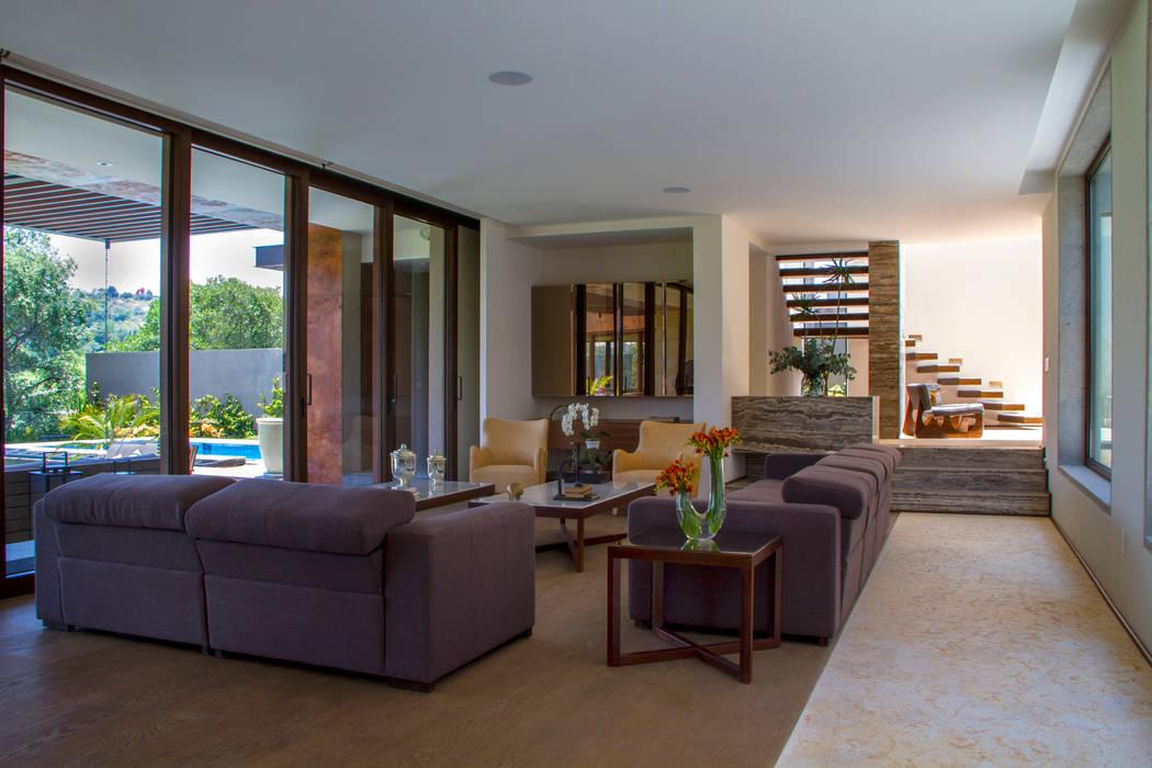 Modern Corridor, Hallway and Staircase by Maz Arquitectos Modern