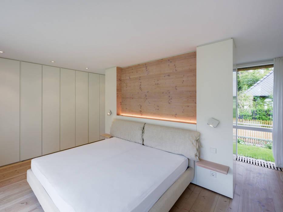 Galeriehaus im Dünenwald - Schlafraum Moderne Schlafzimmer von Möhring Architekten Modern