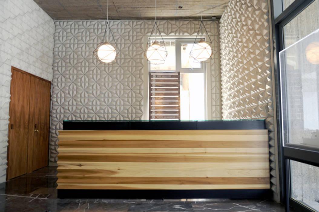 Mueble de recepción de Mediamadera Moderno Madera Acabado en madera