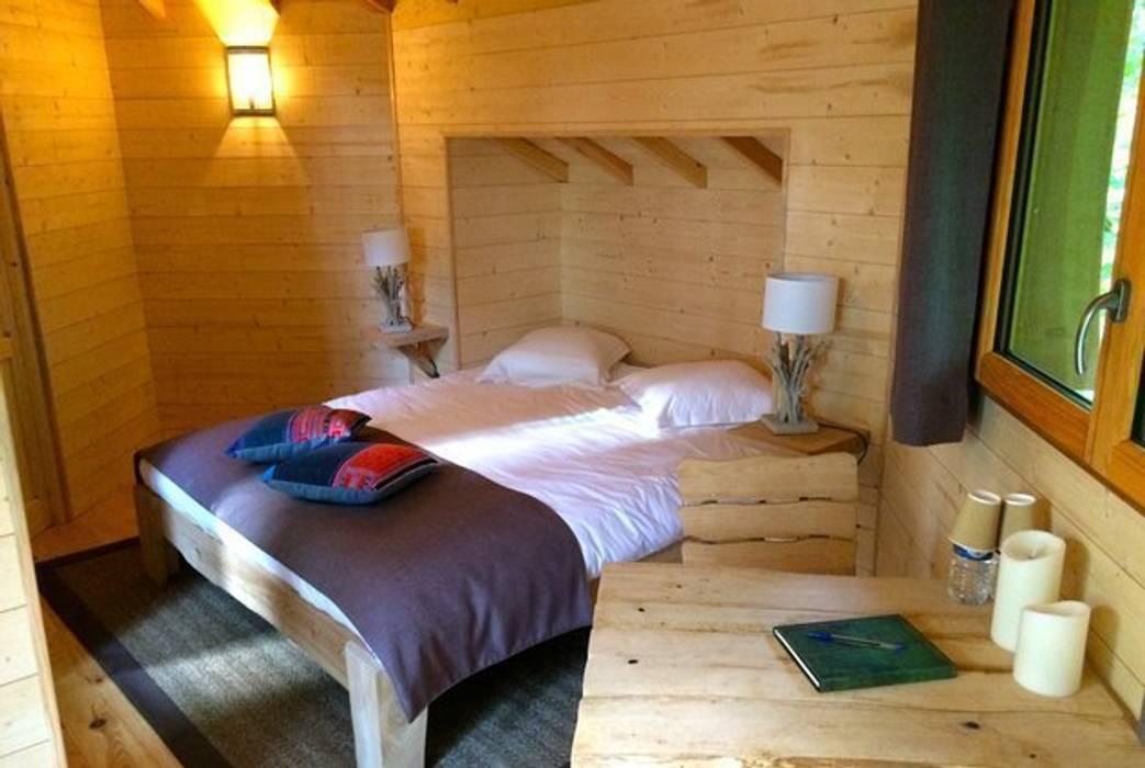 Interieur van boomhut bij Les Grands Chenes nabij Parijs:  Hotels door TreeGo Boomhut Bouwers