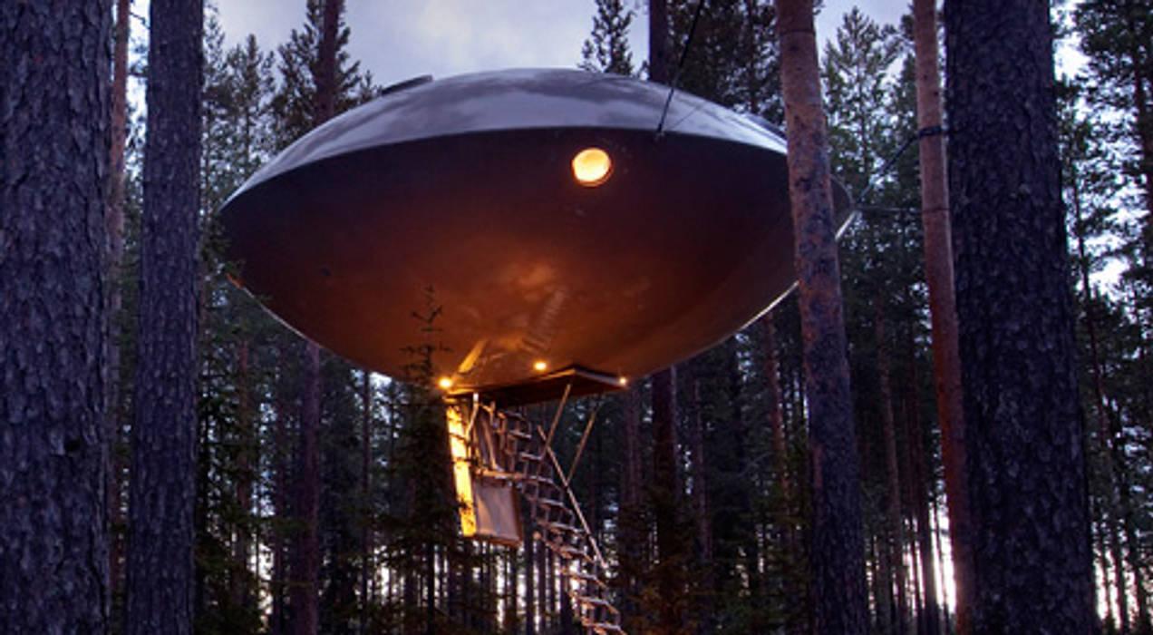 """Niet echt een boomhut, maar wel het vermelden waard, de UFO """"boomhut"""" bij Treehotel Sweden Moderne hotels van TreeGo Boomhut Bouwers Modern"""