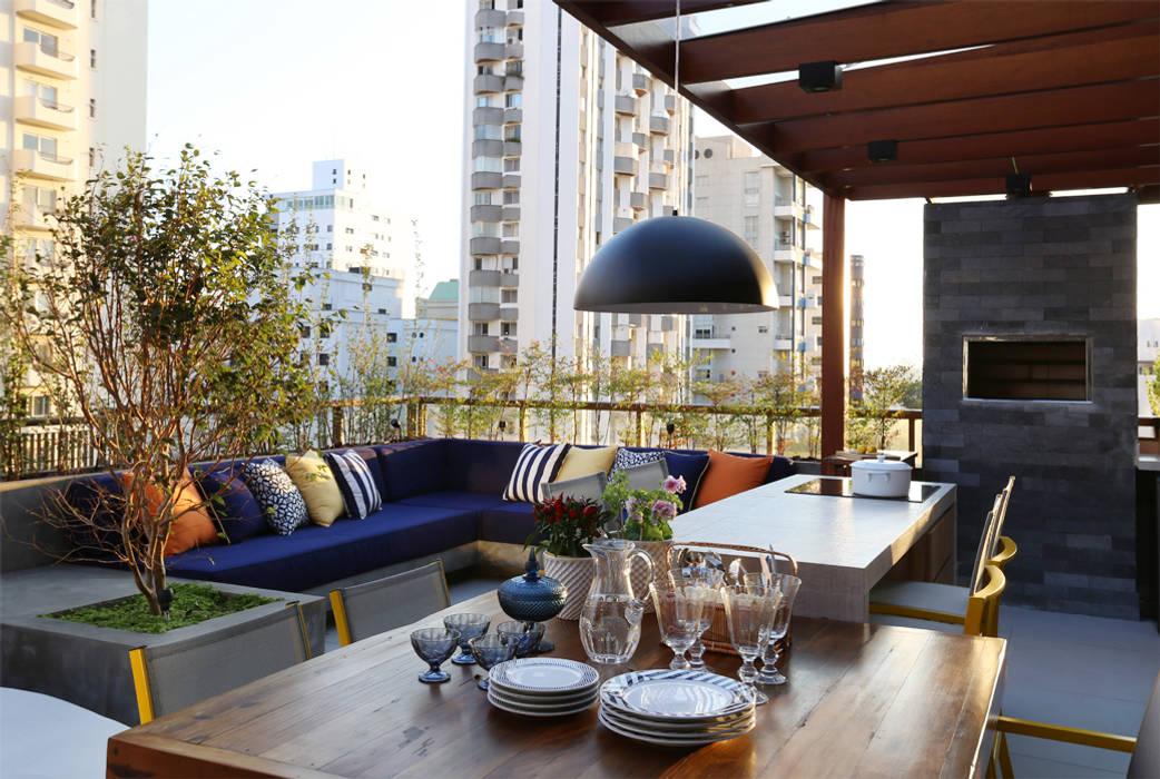 Balcones y terrazas de estilo moderno de MANDRIL ARQUITETURA E INTERIORES Moderno