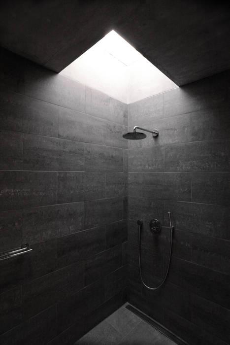 Einfamilienhaus Fehraltorf, Schweiz mpp architekten ag Moderne Badezimmer
