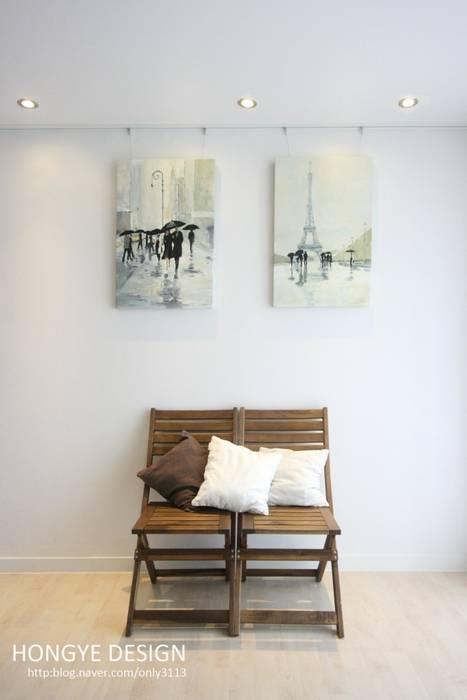 Salon de style  par 홍예디자인, Moderne