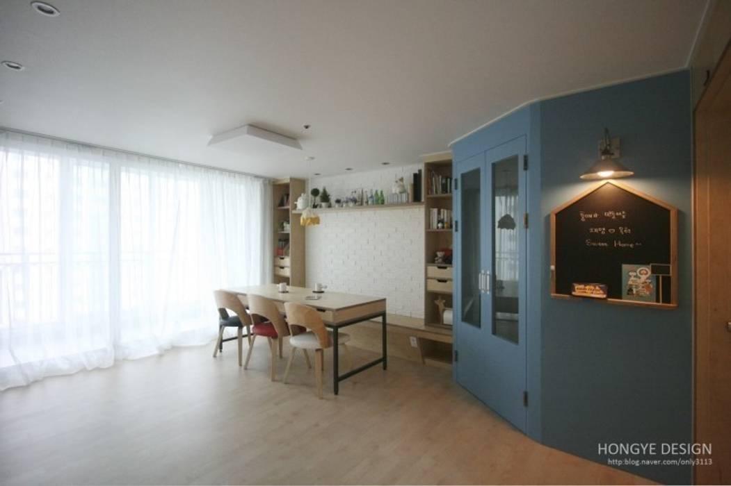 홍예디자인 Moderne Wohnzimmer