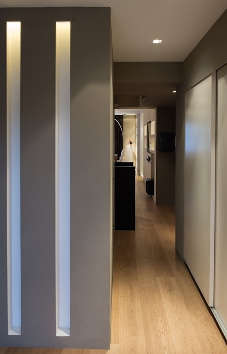 Ingresso corridio: Ingresso & Corridoio in stile  di Ernesto Fusco