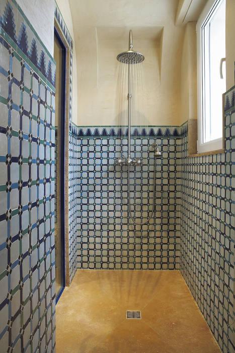 Mélangeur de douche mural complet jet d'eau: Salle de bains de style  par HORUS