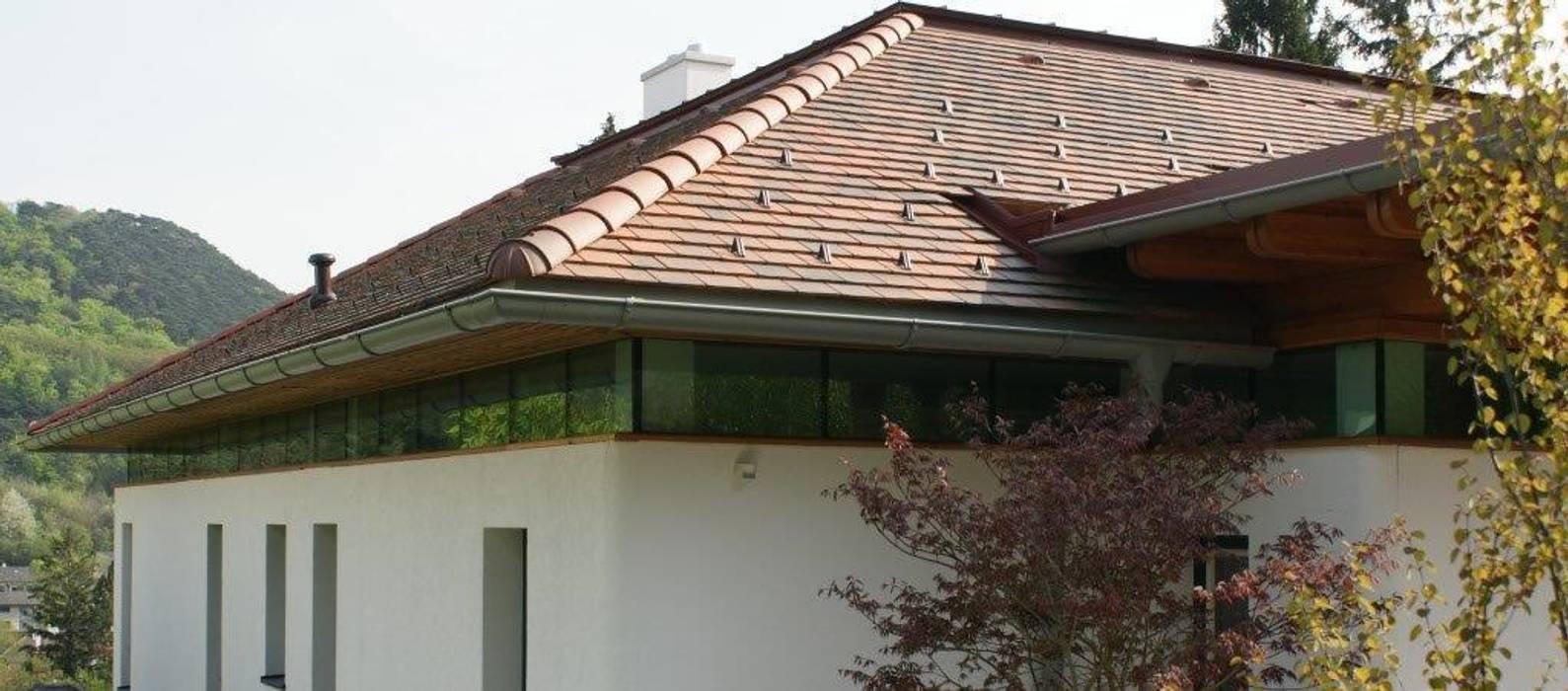 Lichtband unter dem Dach Landhäuser von Architektur und Geomantie Landhaus