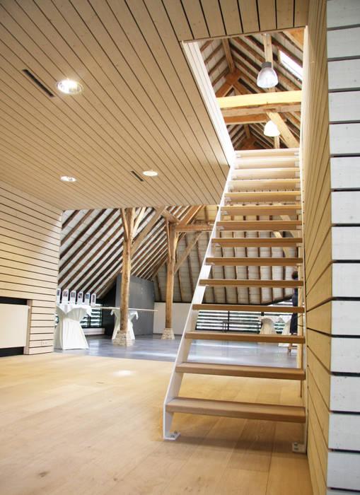 Modern Corridor, Hallway and Staircase by Arend Groenewegen Architect BNA Modern