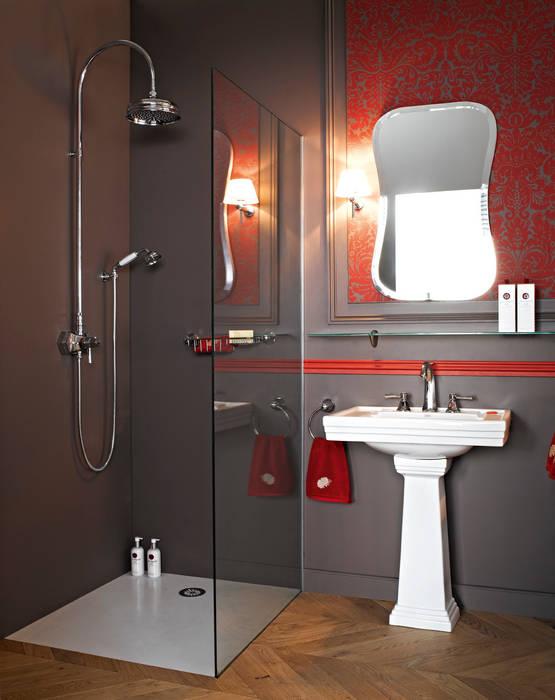 Lavabo sur colonne et douche: Salle de bains de style  par HORUS