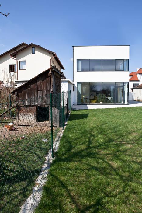 Ansicht Garten MARTIN MOSTBÖCK Moderne Häuser