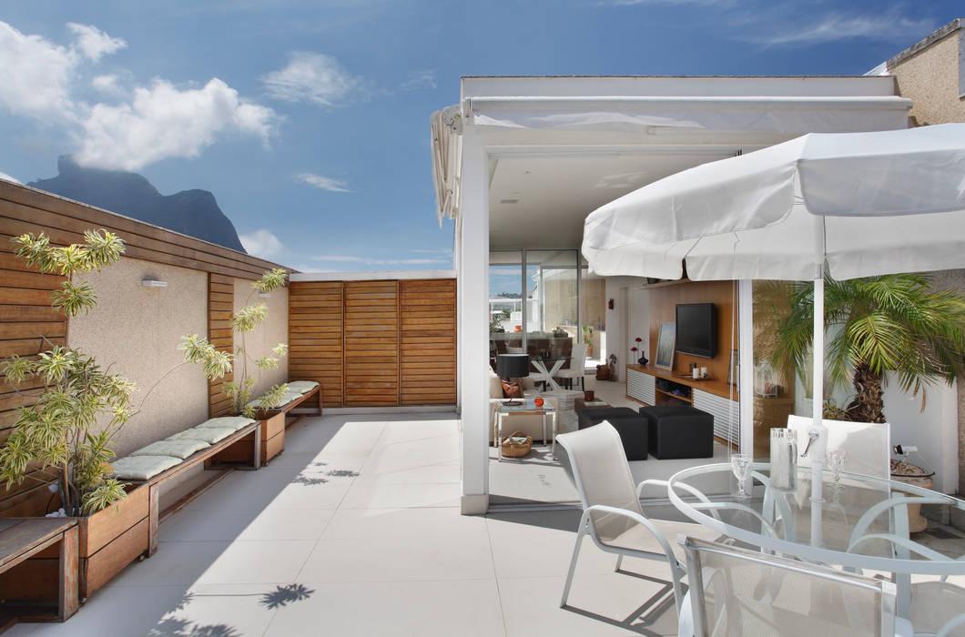 Cobertura Jardim Oceânico Varandas, alpendres e terraços modernos por Carolina Mendonça Projetos de Arquitetura e Interiores LTDA Moderno