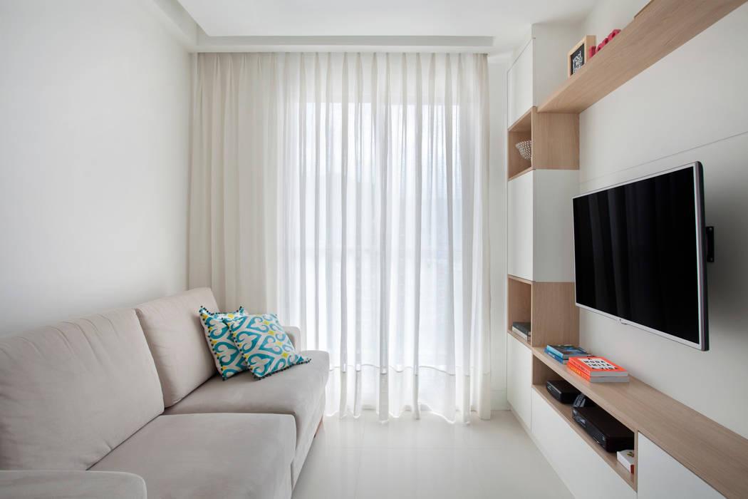 Modern Oturma Odası Carolina Mendonça Projetos de Arquitetura e Interiores LTDA Modern