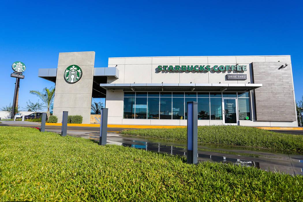 STARBUCKS COFFEE MEXICALI,MEXICO: Centros Comerciales de estilo  por Grupo HEER arquitectura + contruccion
