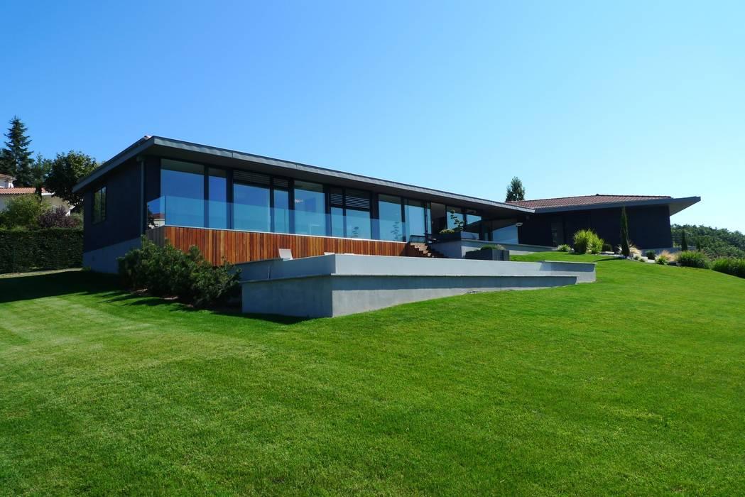 Villa C.: Maisons de style  par RB CONCEPT