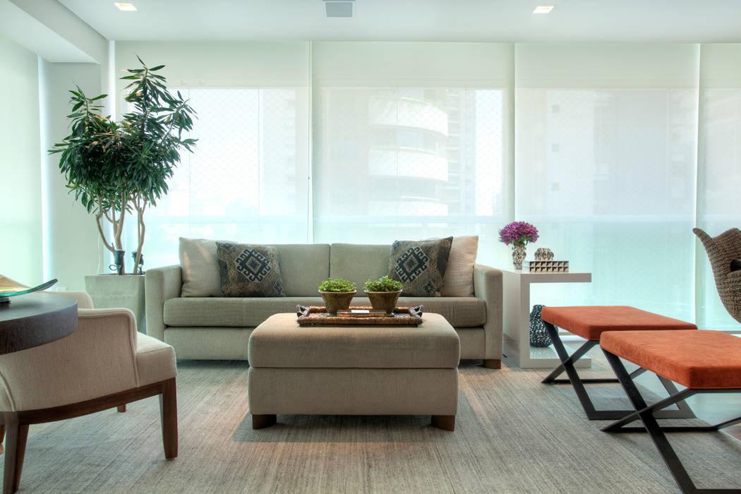 Varanda integrada à sala Jardins de inverno modernos por Liliana Zenaro Interiores Moderno Madeira Efeito de madeira