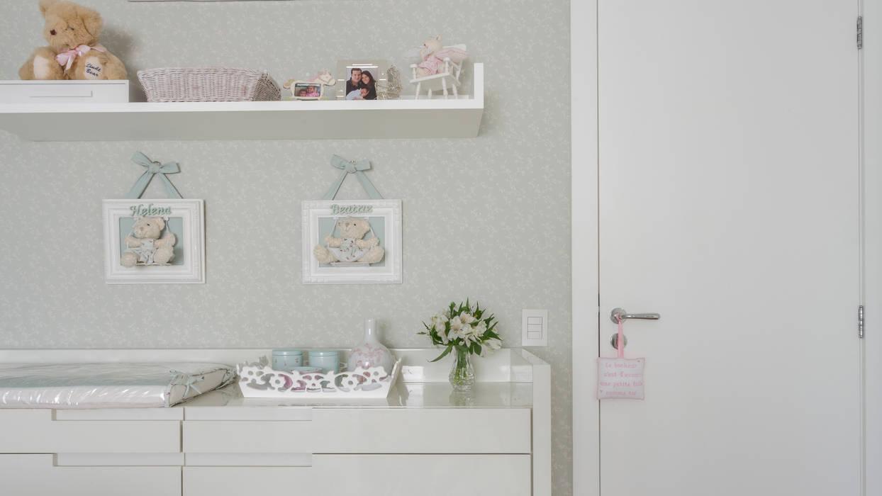 Classic style nursery/kids room by BMG Arquitetura Classic