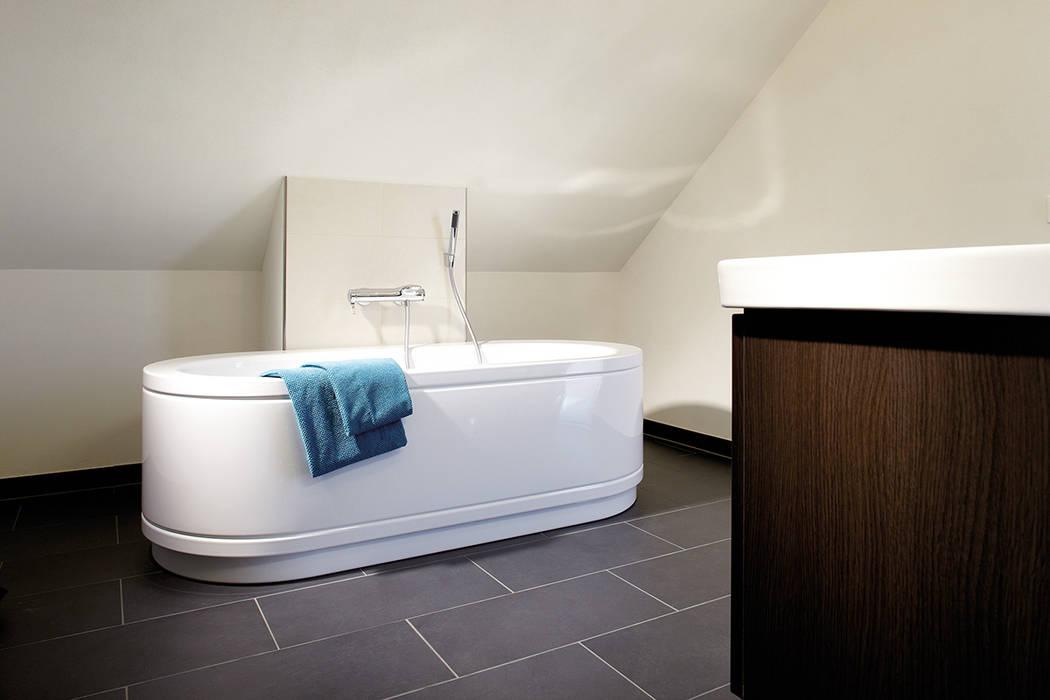 VIO 302 - Badezimmer mit freistehender Badewanne FingerHaus GmbH - Bauunternehmen in Frankenberg (Eder) Moderne Badezimmer