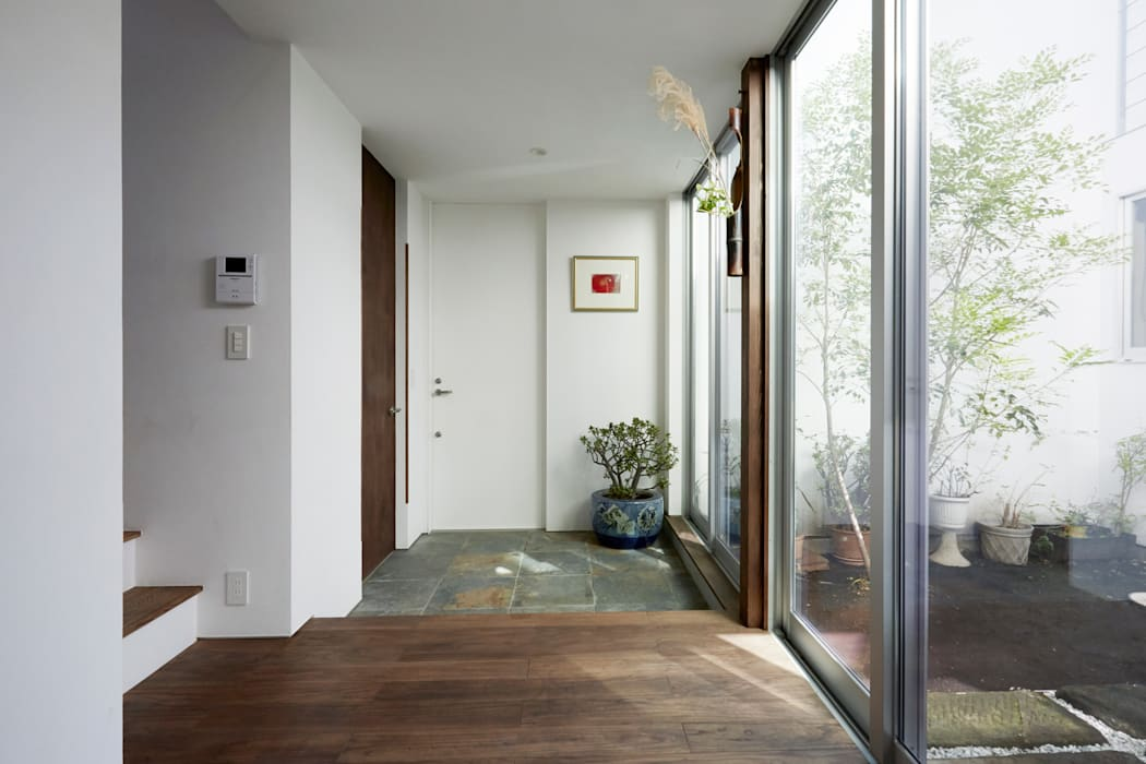 エトウゴウ建築設計室 Pasillos, vestíbulos y escaleras de estilo asiático