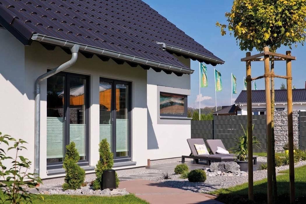 Balkon, Beranda & Teras Modern Oleh FingerHaus GmbH - Bauunternehmen in Frankenberg (Eder) Modern