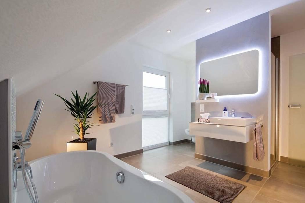Phòng tắm theo FingerHaus GmbH - Bauunternehmen in Frankenberg (Eder), Hiện đại