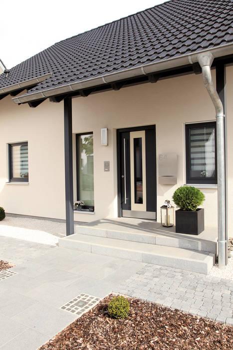 VIO 302 - Eingang von FingerHaus GmbH - Bauunternehmen in Frankenberg (Eder) Modern