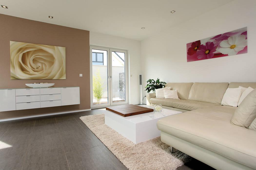 Modern living room by FingerHaus GmbH - Bauunternehmen in Frankenberg (Eder) Modern