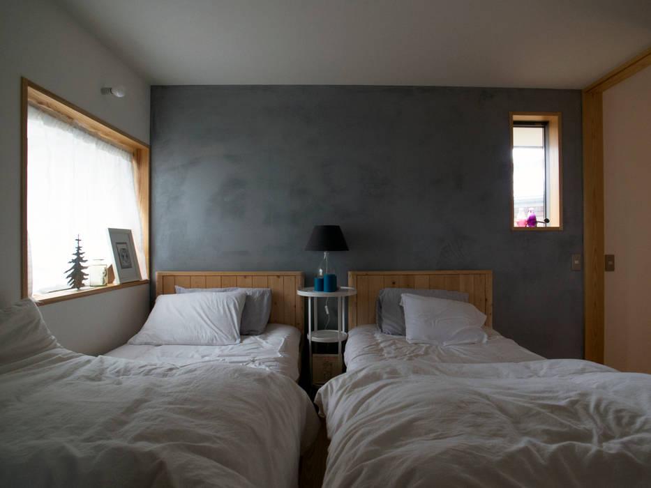 Dormitorios de estilo moderno de 松原正明建築設計室 Moderno