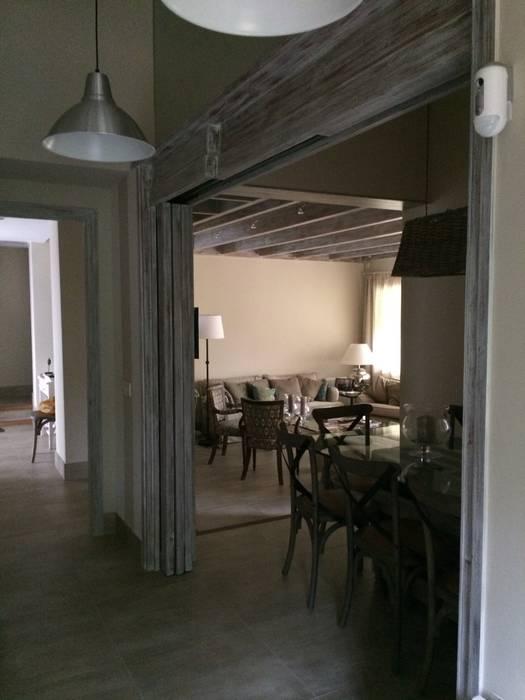 Comedor y salón: Comedores de estilo  de DE DIEGO ZUAZO ARQUITECTOS