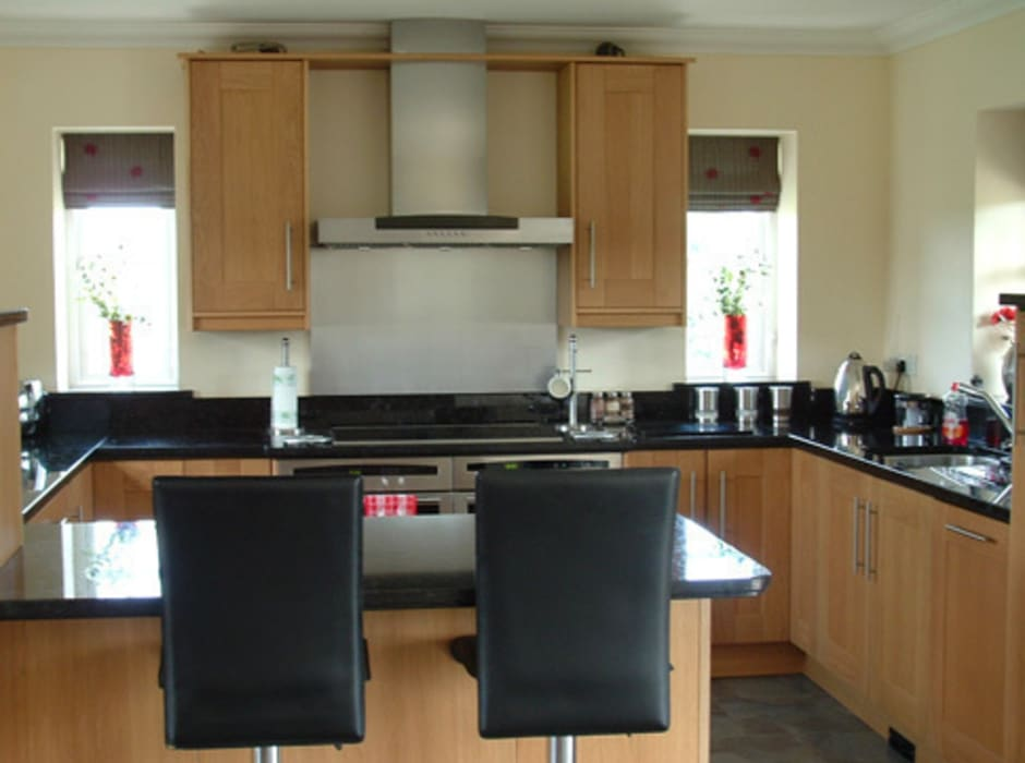 Kitchen by Traditional Woodcraft, Modern