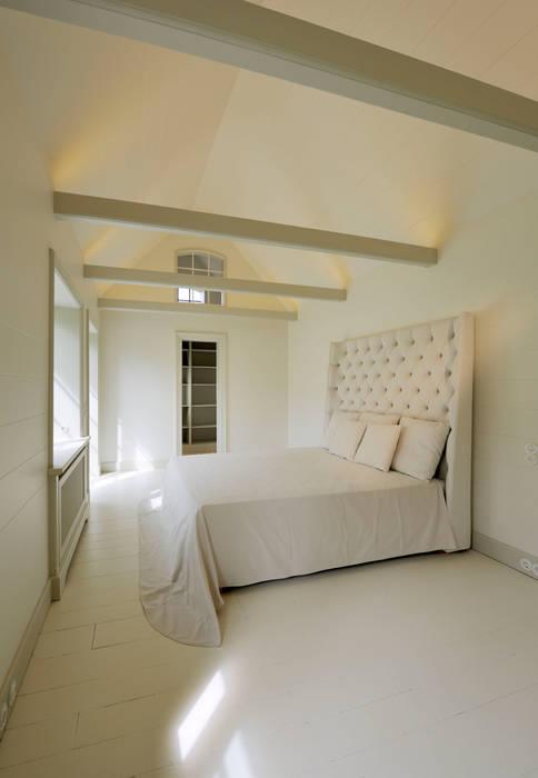 Schlafzimmer mit begehbarem kleiderschrank und ensuite-bad ...