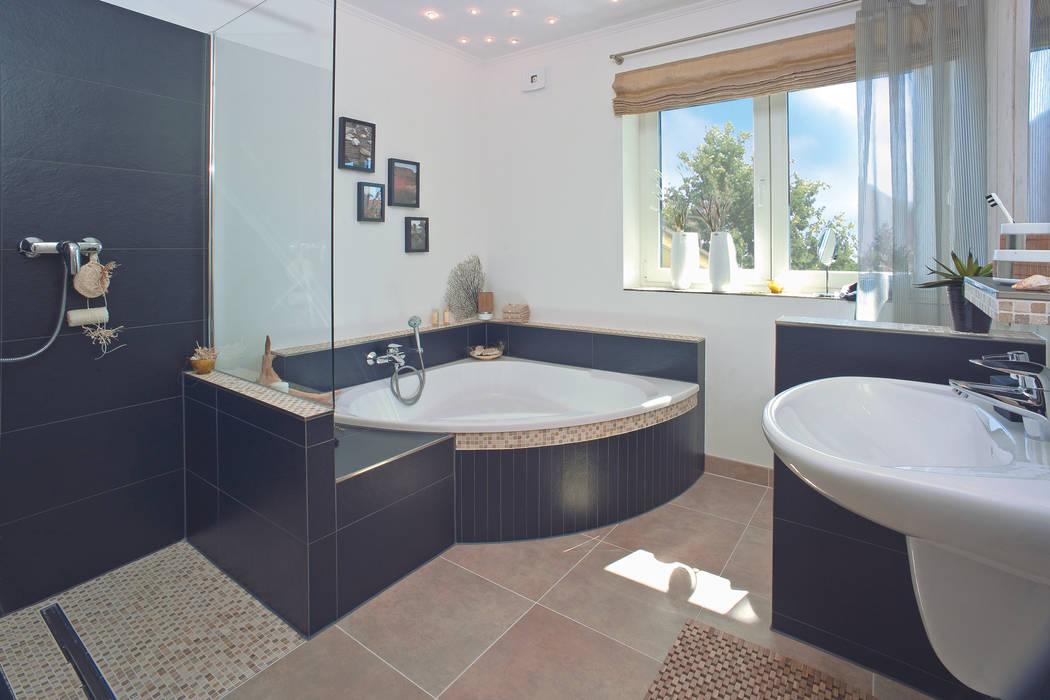 Salle de bains de style  par Danhaus GmbH, Rural