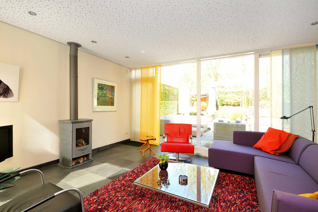 lichte woonkamer Moderne woonkamers van Frank Loor Architect Modern