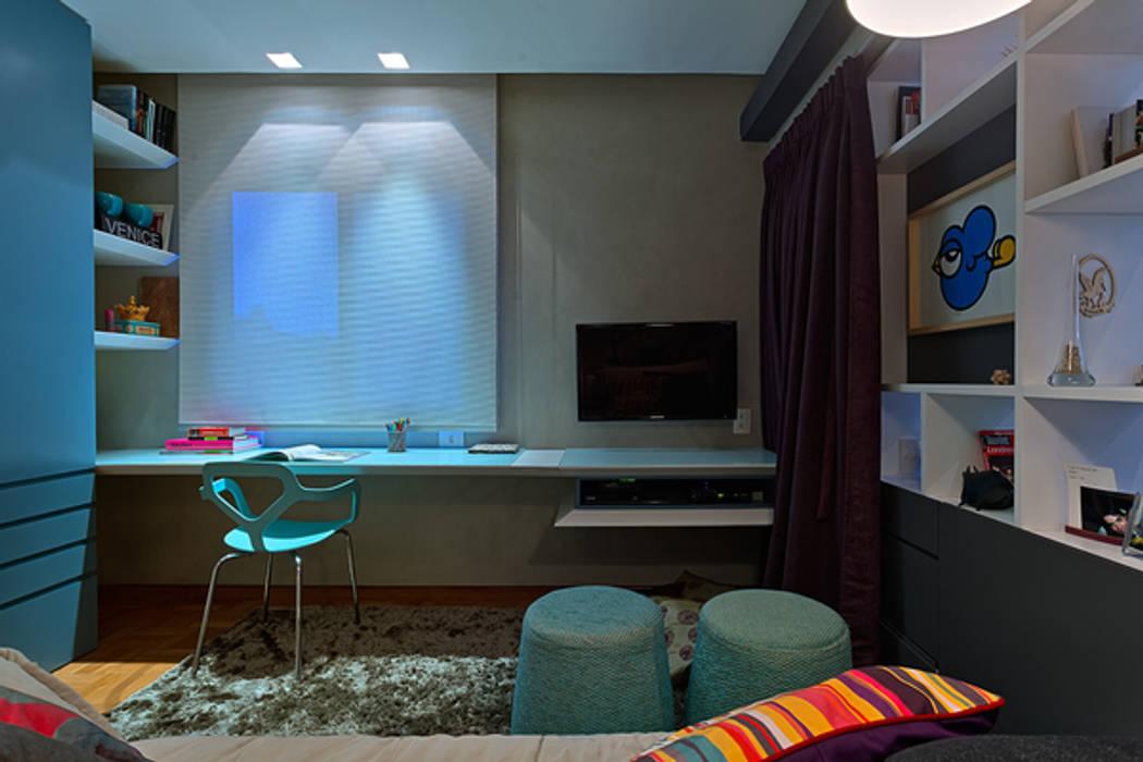 Escritório e Sala de TV: Escritórios  por Botti Arquitetura e Interiores-Natália Botelho,