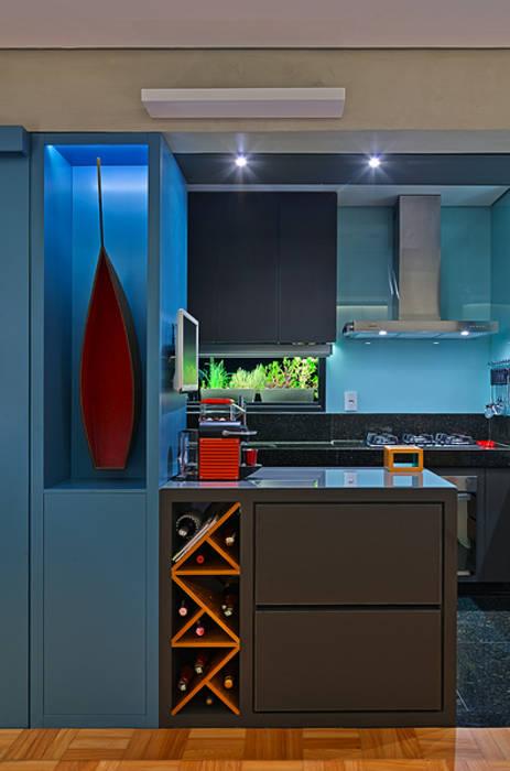 Cozinha e Sala: Cozinhas  por Botti Arquitetura e Interiores-Natália Botelho,