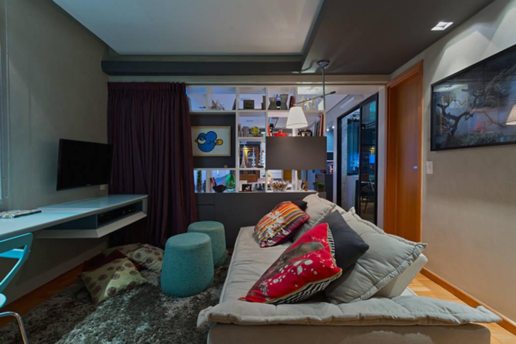 Escritório e Sala de TV Escritórios modernos por Botti Arquitetura e Interiores-Natália Botelho Moderno