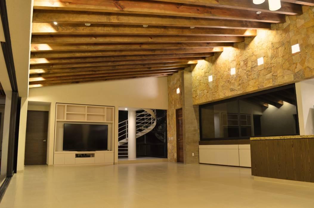 Casa en Valle de Bravo Salones modernos de Revah Arqs Moderno