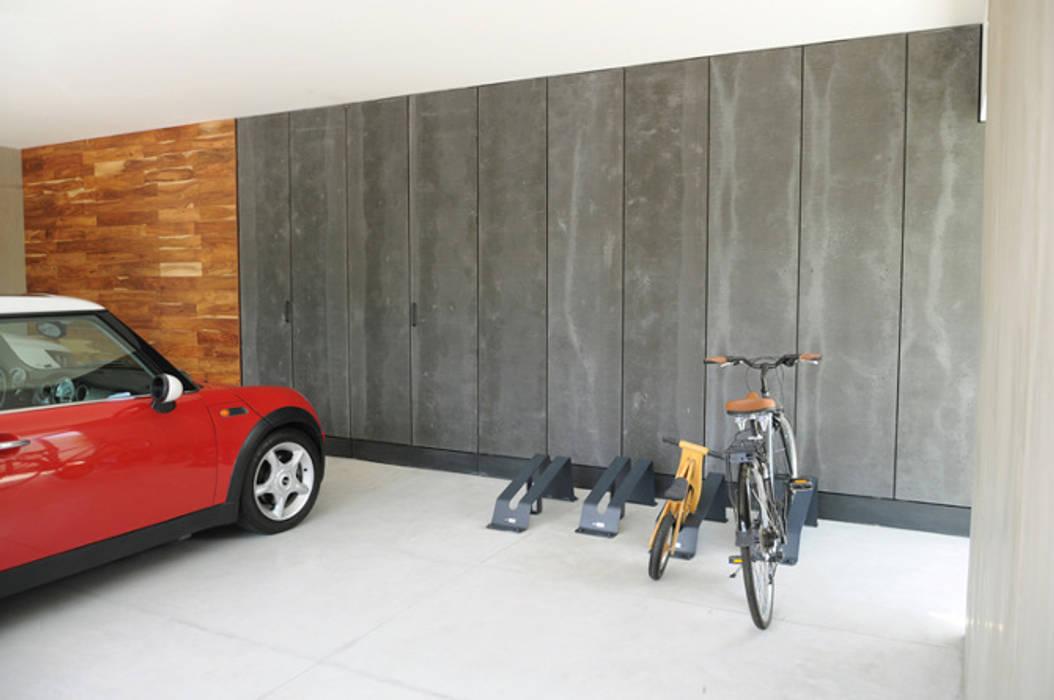 Moderne Garagen & Schuppen von Mediamadera Modern Holz Holznachbildung