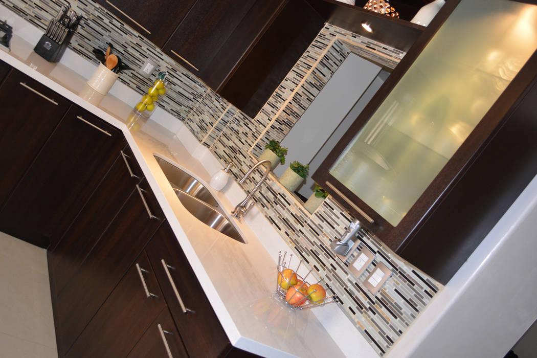 Cocina Thermofoil Espresso  5: Cocinas de estilo  por Toren Cocinas , Moderno