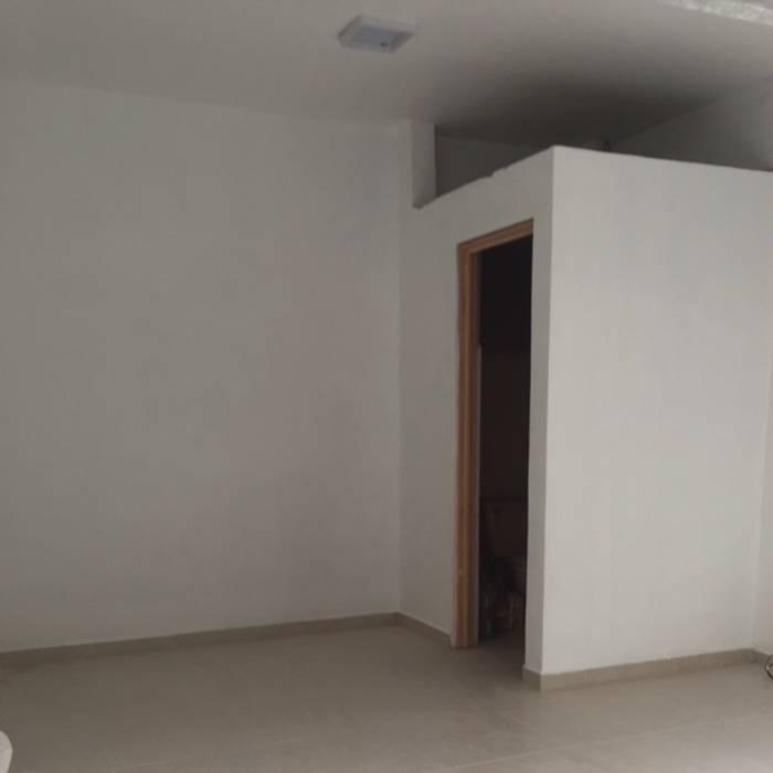 Interior Local 20m2 Estudios y despachos modernos de Arquitectos I + A Moderno