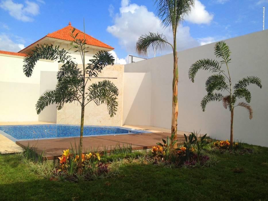 Casa Z-26. Jardín de la alberca: Jardines de estilo  por EcoEntorno Paisajismo Urbano,