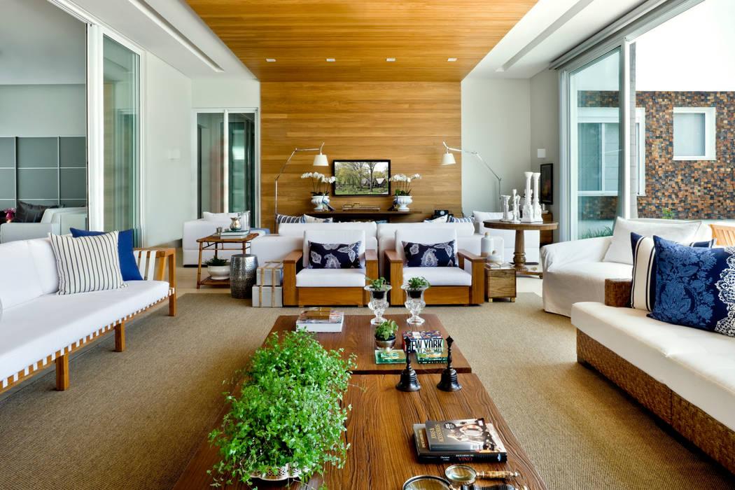 Гостиная в стиле модерн от Ana Paula e Sanderson Arquitetura Модерн