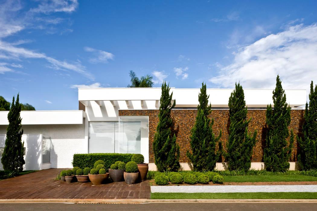 Casas de estilo moderno de Ana Paula e Sanderson Arquitetura Moderno