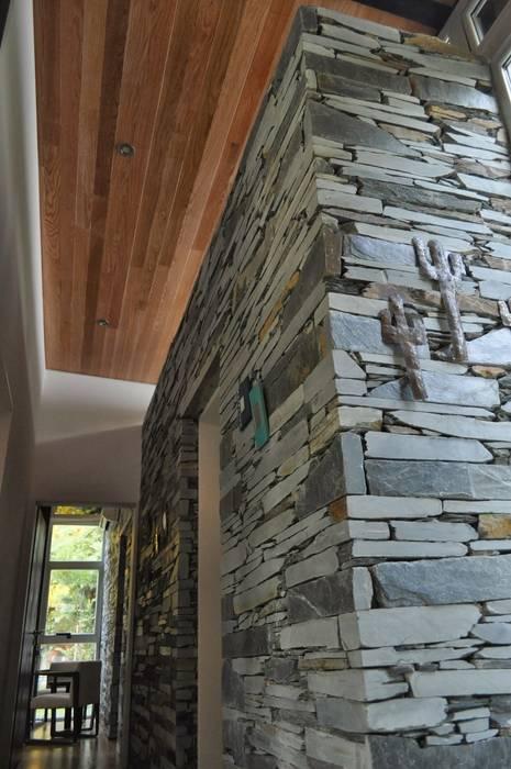 Klasyczny korytarz, przedpokój i schody od Baltera Arquitectura Klasyczny