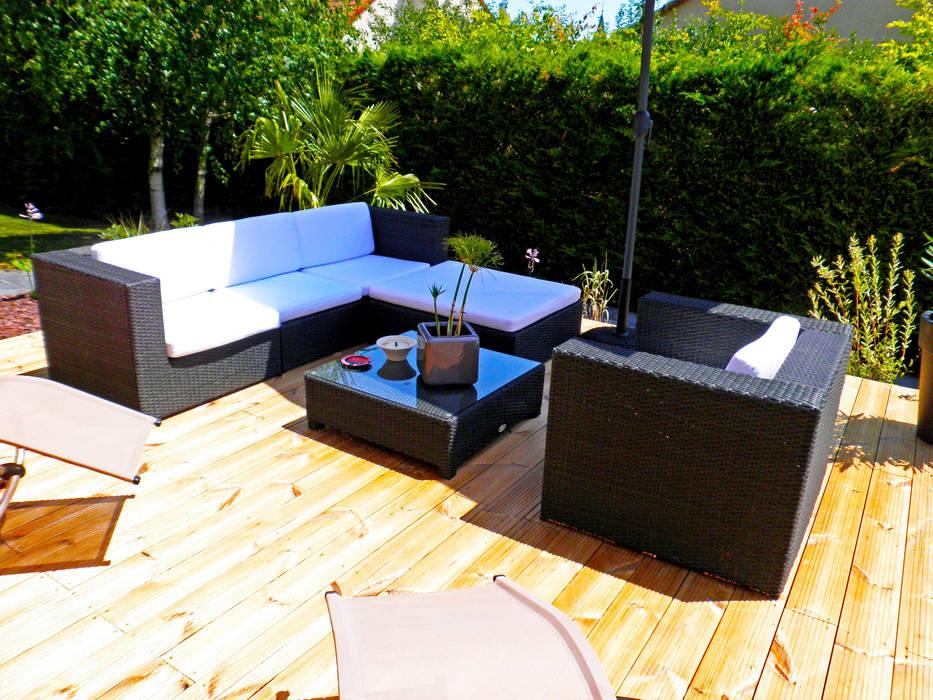 Après, salon extérieur sur terrasse bois: Maisons de style  par AD2, Méditerranéen
